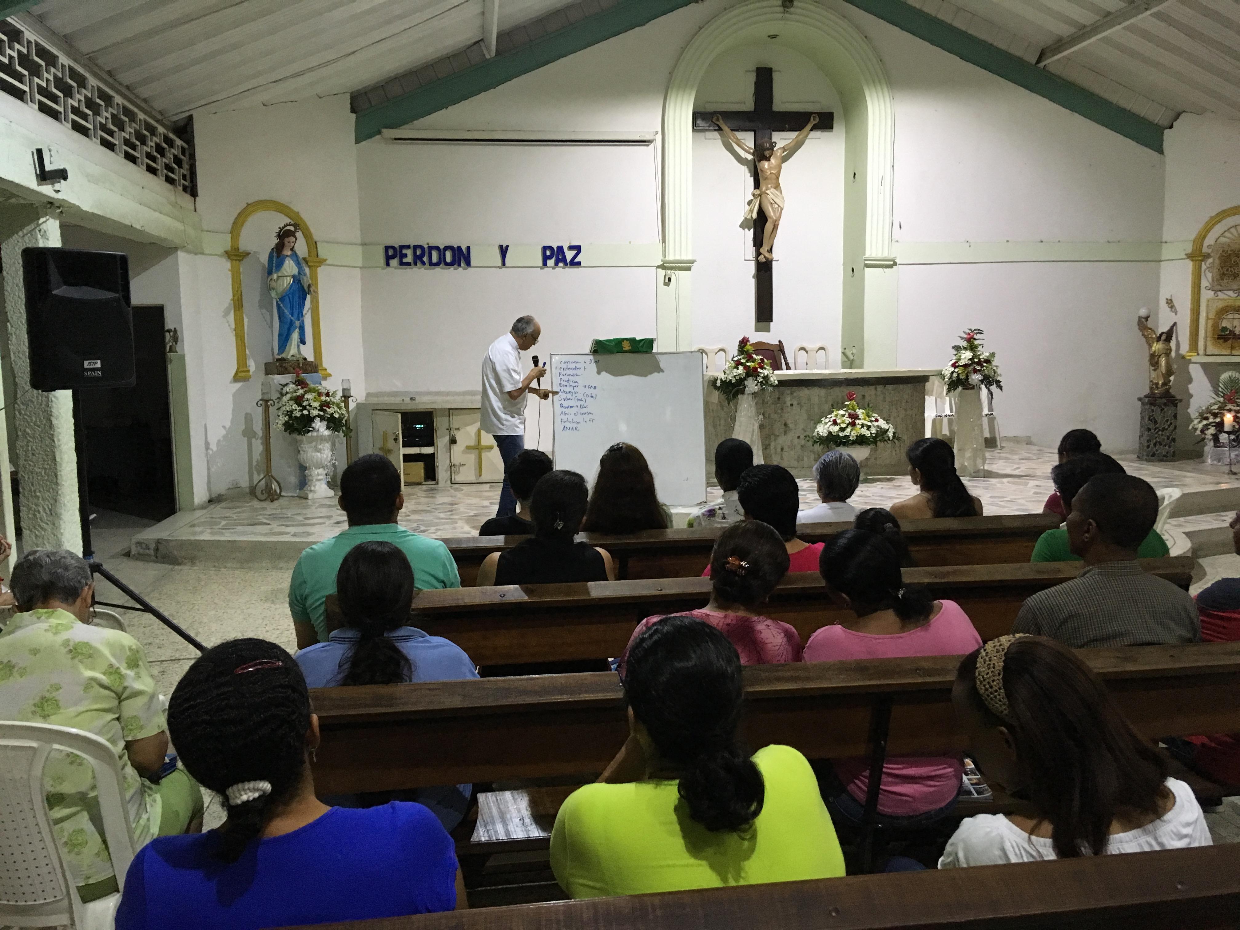 Participantes curso bíblico para animadores de comunidad en la parroquia Nuestra Señor de las Misericordias Aguablanca Cali.